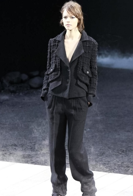 Chanel Fall 2011 - look 2 - Freja