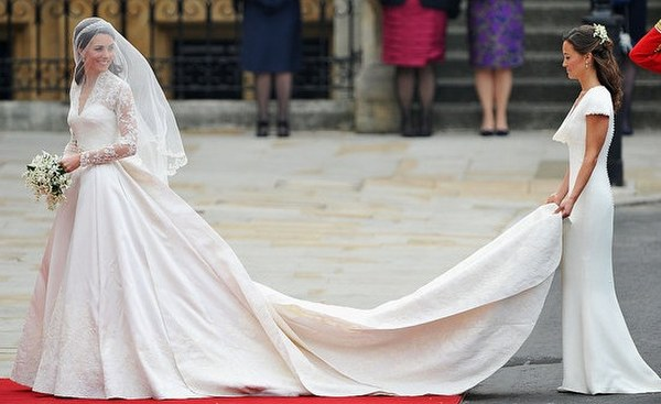 Kate-Middleton-Wedding-Dress-Designed-By-Sarah-Burton-of-Alexander-McQueen