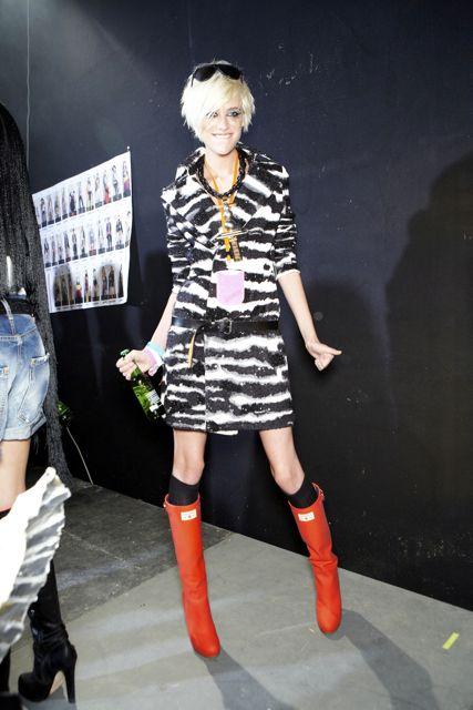 Milou van Groesen backstage DSquared2 Spring Summer 2012 Collection Milan Fashion Week