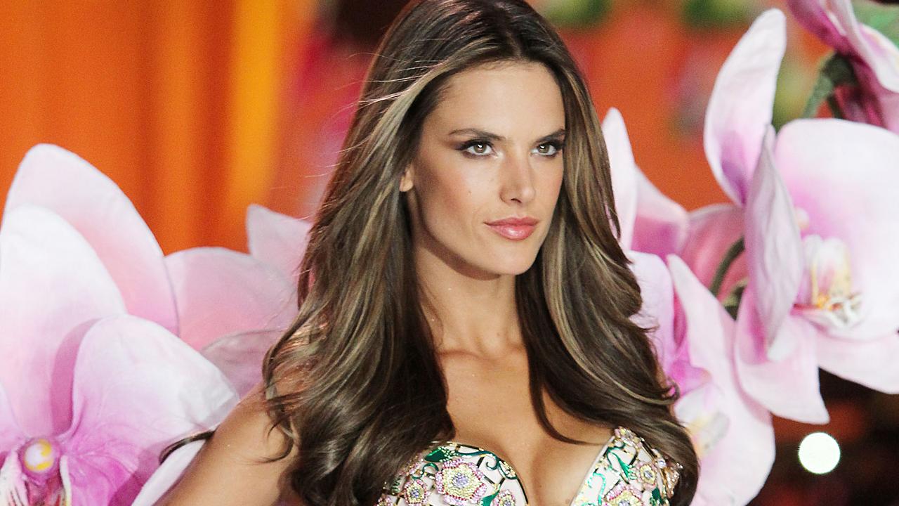 Victoria's Secret 2012 Top Models Backstage