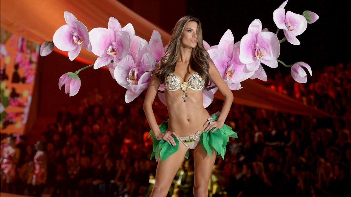 Andressa Soares Video victoria's secret fashion show 2012 -top models backstage